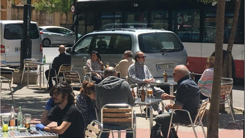 Terrassa d'un bar d'Alcoi en plena fase 1 del desconfinament.