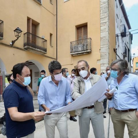 Carlos Mazón acompanyat per Javier Sendra i altres alcaldes / Diputació
