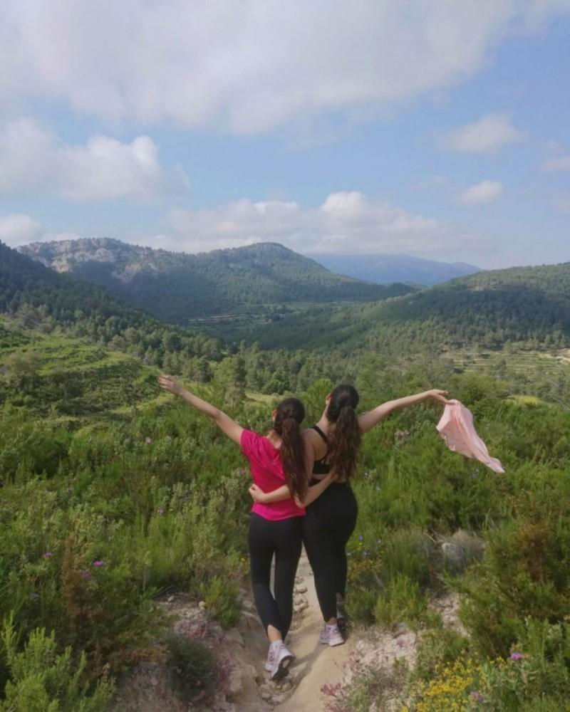 Mireia i a seua germana: Llibertat!