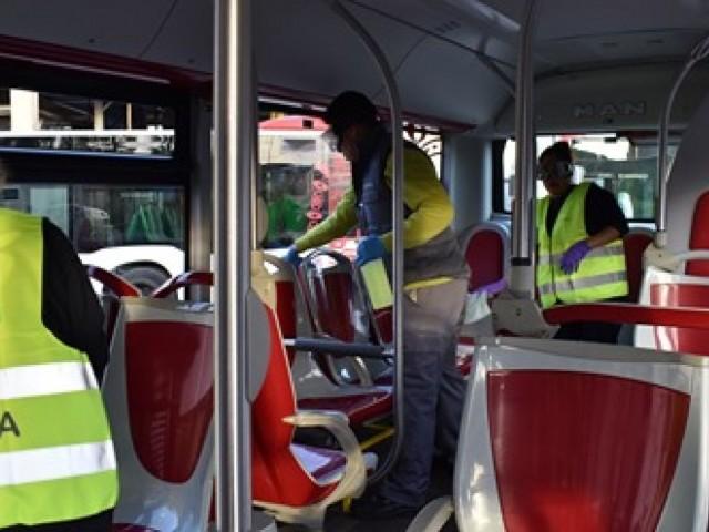 Es redueix el servei d'autobusos i de taxis per complir amb l'estat d'alarma