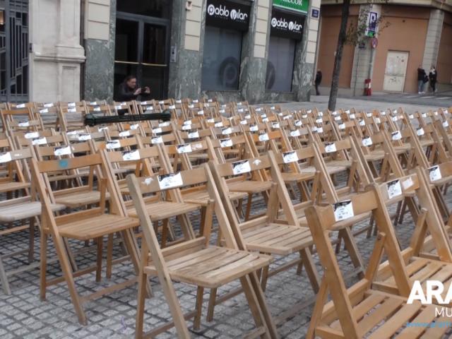 Cadires a la plaça d'Espanya