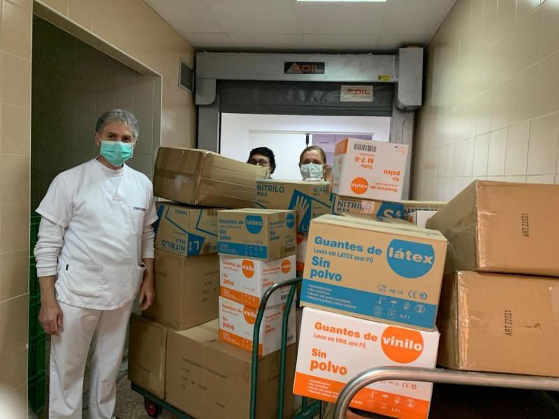Donació de material feta a l'hospital