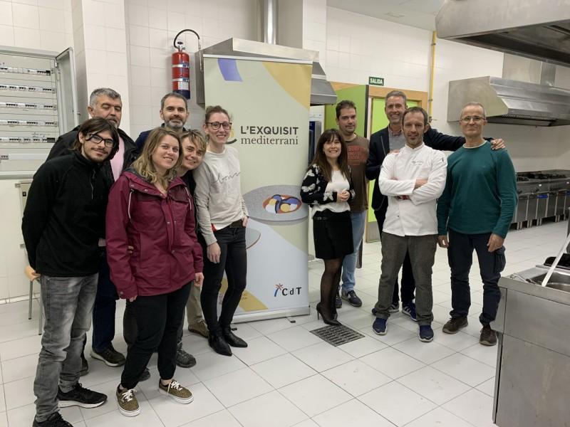 El cuiner Jordi Sanus amb els participants del primer curs del CDTI.