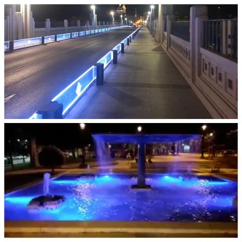 Pont de Sant Jordi (dalt) i font al parc de la Zona Nord (baix) amb il·luminació blava / Facebook Obres i Serveis / Arxiu