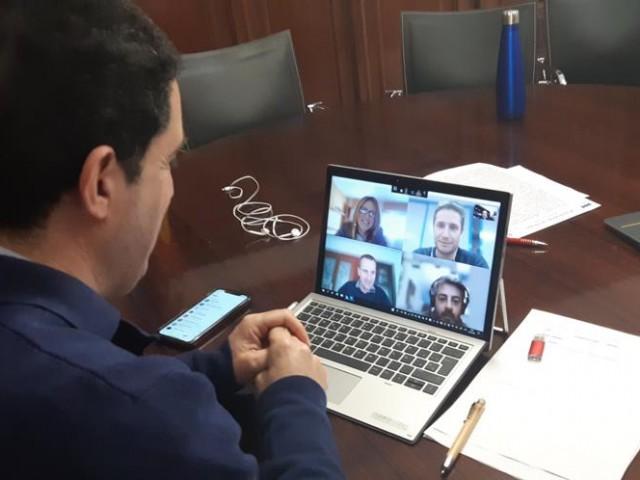 La videoconferència a tres bandes /AA