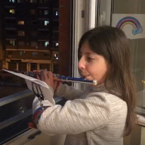 'Visca Sant Jordi', amb pluja i des dels balcons d'Alcoi