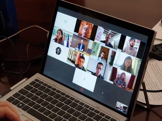 L'alcalde Toni Francés manté una videoconferència amb responsables autonòmics en matèria d'habitatge.