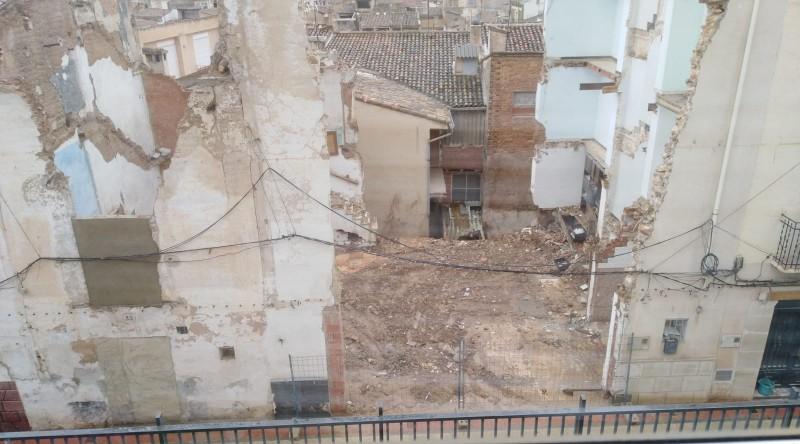 Enderrocament dels números 42, 44 i 46 del carrer Sant Josep.