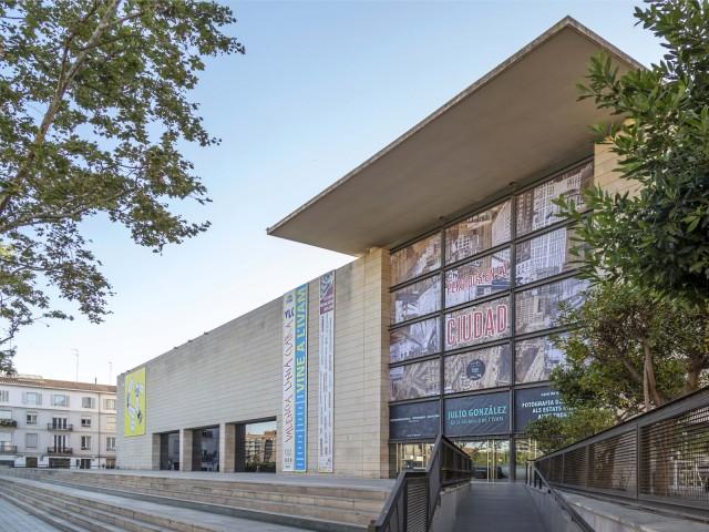 Façana de l'Institut Valencià d'Art Modern (IVAM) a València.