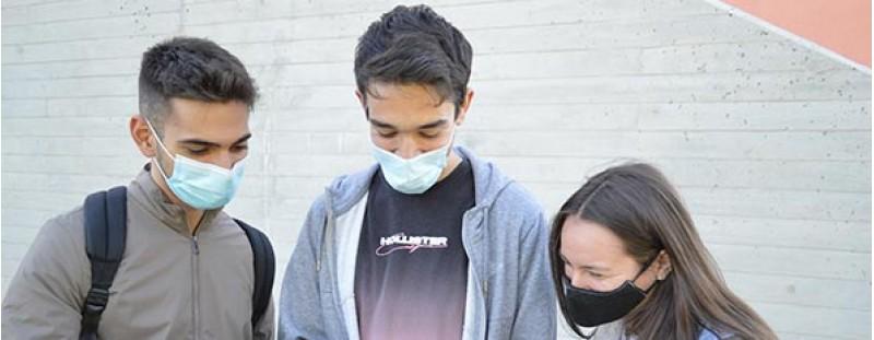 Tres dels estudiants creadors de QueCovid, imatge facilitada pel Campus