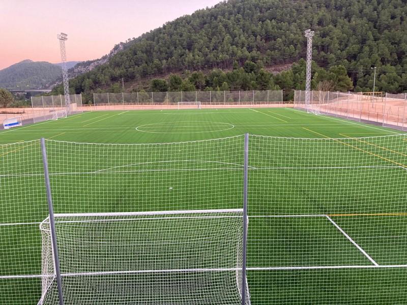 El nou camp de futbol / AM