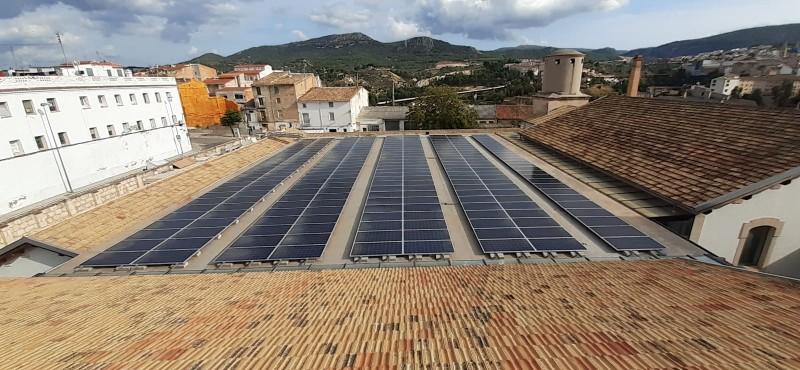 Les plaques fotovoltaiques de l'Eduardo Latorre / Ajuntament