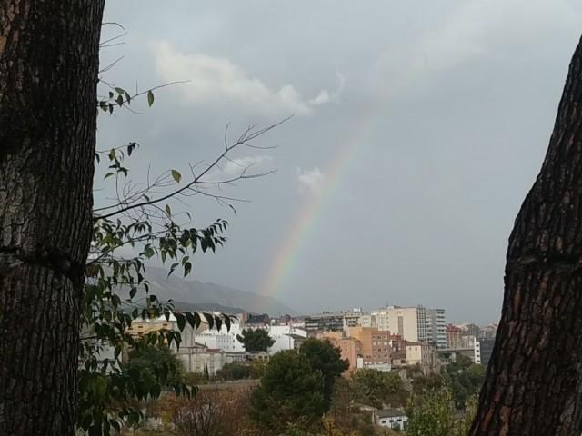 En aquest dolent any, encara hi ha color. Arc de Sant Martí aquest 5 de novembre a Alcoi.