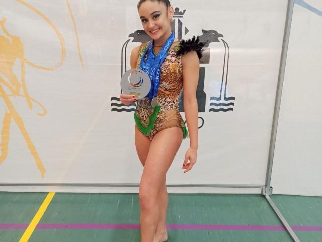 La gimnasta del CGR Sant Jordi Elba Navarro aconsegueix la medalla de bronze en l'autonòmic absolut de rítmica