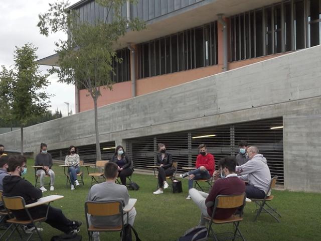 Classes a l'aire lliure per a facilitar la presencialitat al Campus d'Alcoi de la UPV
