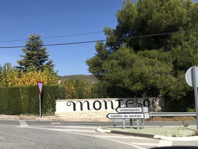 Accés a Montesol. Imatge facilitada pel PP.