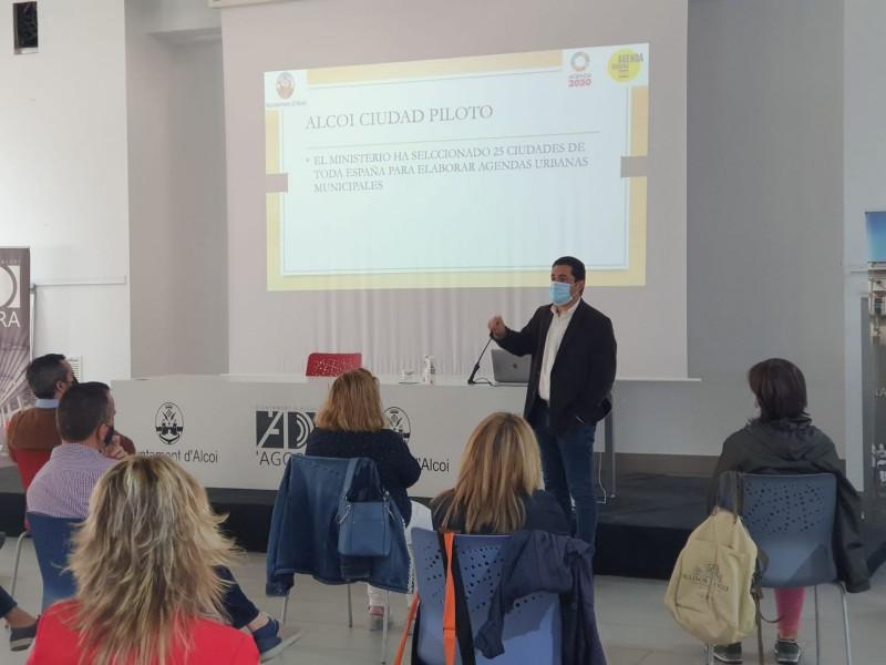 Toni Francés en la presentació / Ajuntament d'Alcoi