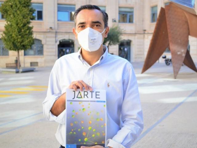 Teodomiro Boronat amb el primer número de la revista JARTE