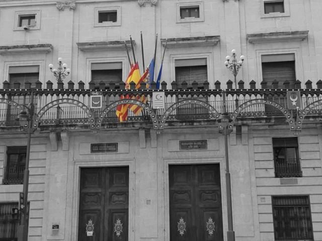 L'Ajuntament va posar les banderes a mitja asta / Ajuntament