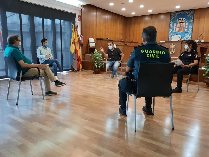 Reunió ajuntament, comissió de festes i cossos de seguretat / Aj. Ibi