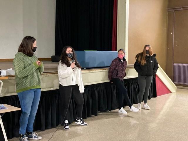 Alumnes presentant el seu curt / AM
