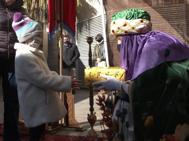 Lliurament de regals al patí del MAF / Foto: Aramultimèdia