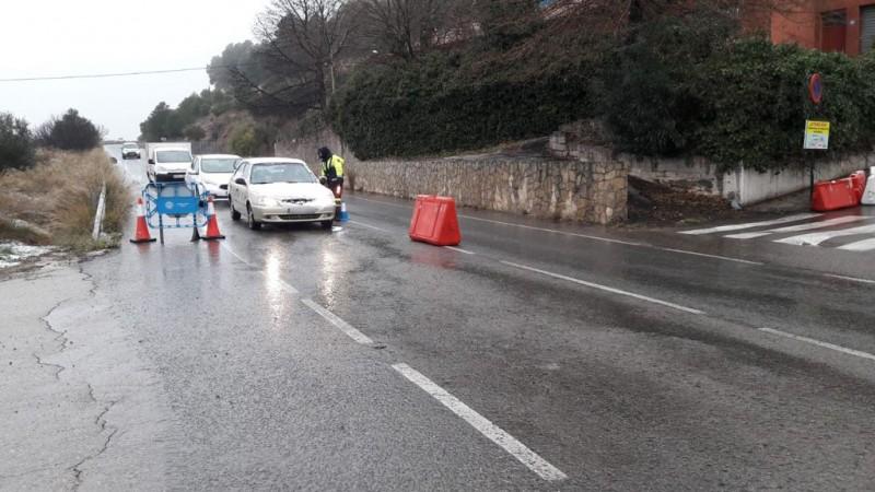 Un dels controls en la carretera a Banyeres. Imatge facilitada per l'Ajuntament.