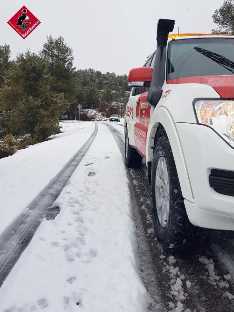 Carretera amb neu a les nostres comarques / Bombers