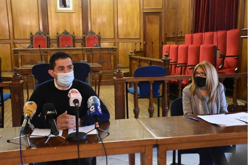 Vanessa Moltó i Toni Francés a la roda de premsa de presentació dels pressupostos / Ajuntament