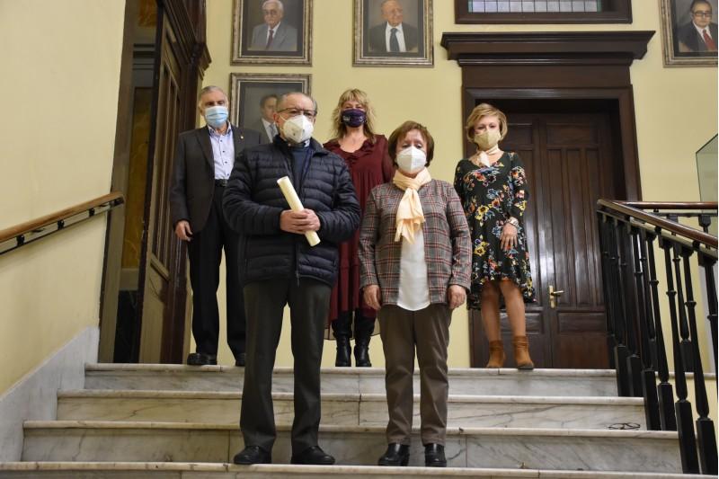 Premiats i la regidora Carol Ortiz / Ajuntament