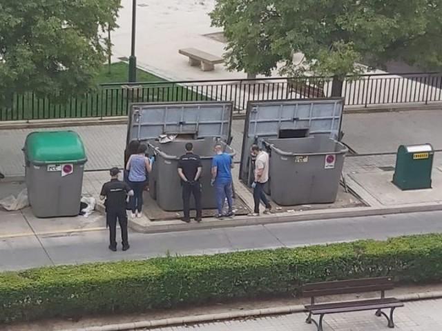 La Policia Nacional troba unes vísceres en un contenidor d'Alcoi