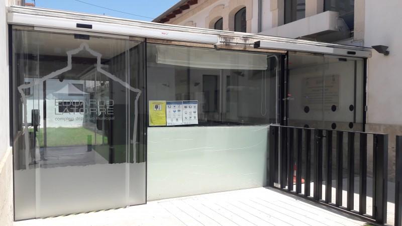 Nova porta de l'Eduardo Latorre / Ajuntament