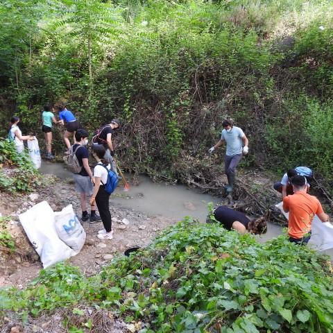 Retirats 530 kg de residus d'untram de200 metres del riu Riquer