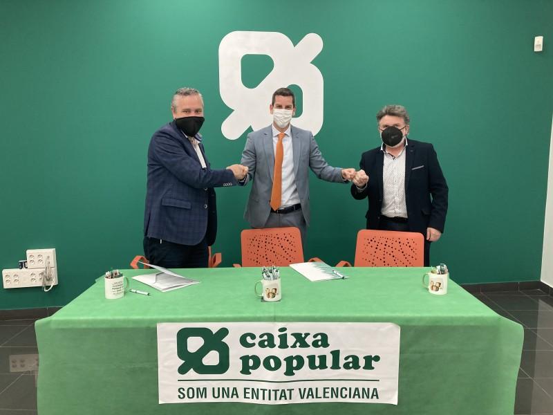 Moment de la signa del conveni / Caixa Popular