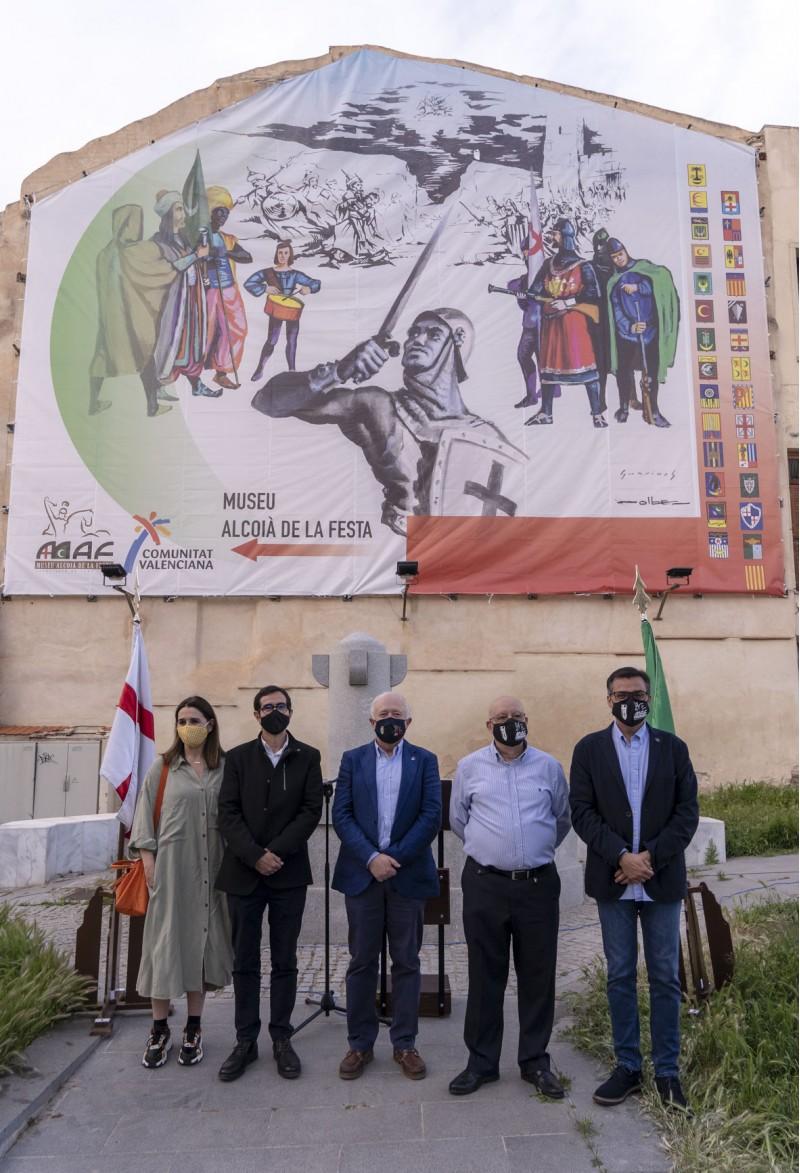 Membres de l'Associació i el regidor Jordi Silvestre, en representació de l'Ajuntament  / FOTO ASJ