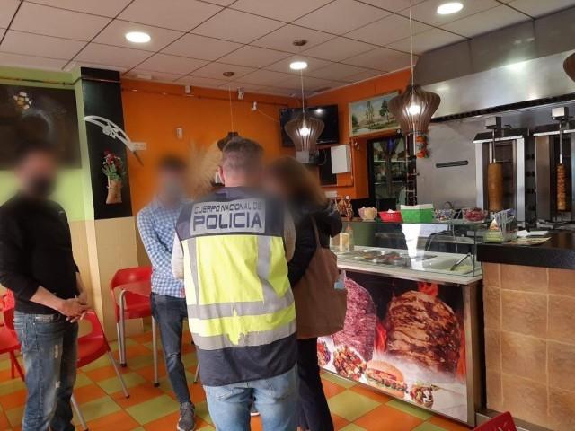 Detinguts a Banyeresdospersones que tenien 9 treballadors immigrants en condicions d'explotació