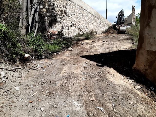 Trauen 10 tones de deixalles del barranc del riu Molinar al centre d'Alcoi