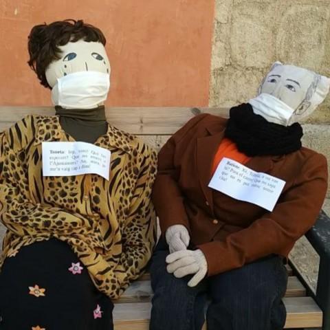 Els Nanos apareixen en balcons i carrers de Cocentaina