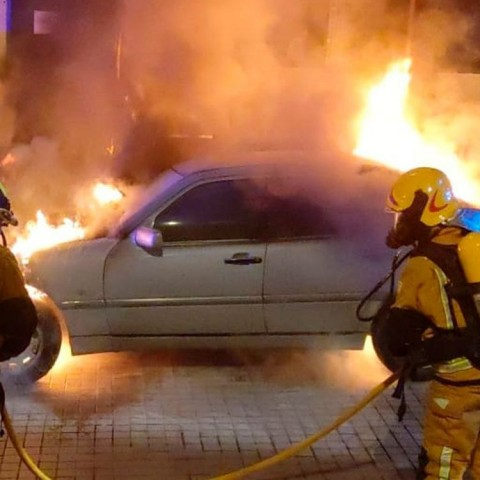 Un vehicle es pega foc en Cocentaina