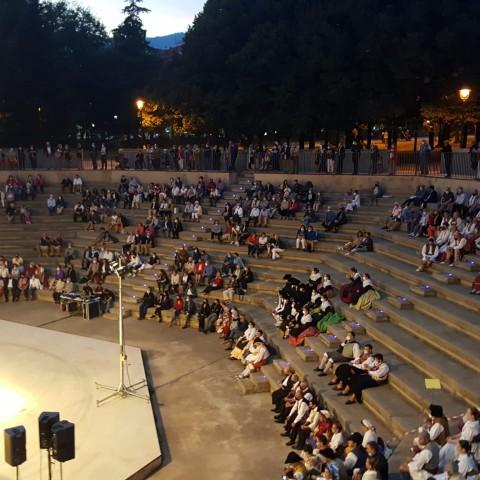 Públic a l'amfiteatre / Ajuntament