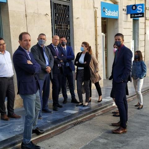 Els treballadors de l'oficina del Pais Valencià a Alcoi, aquest 5 d'octubre.