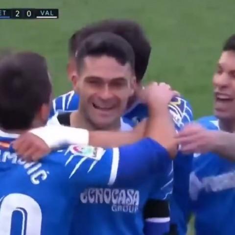Jorge Molina, celebrant el seu segon gol davant del València