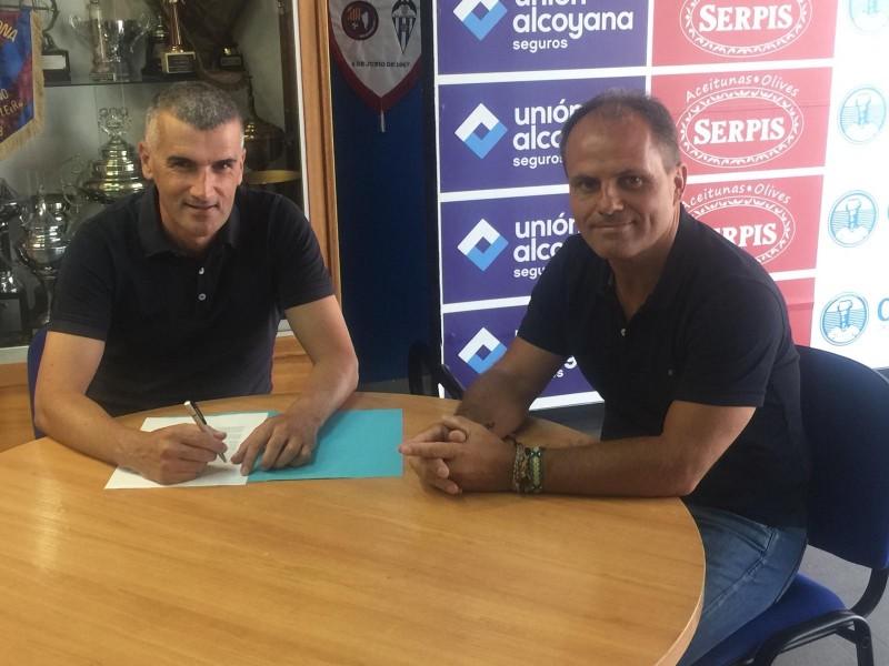 Vicente Parras, entrenador de l'Alcoyano amb Josele González, secretari tècnic