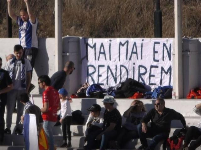 Una de les pancartes hui a El Collao / AM