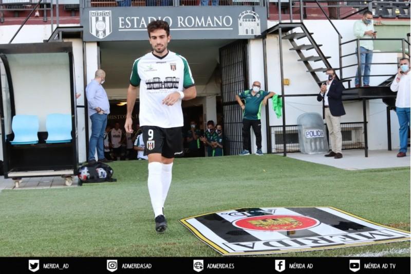 Guille Andres, amb la samarreta del Mèrida. Foto: web del Mèrida