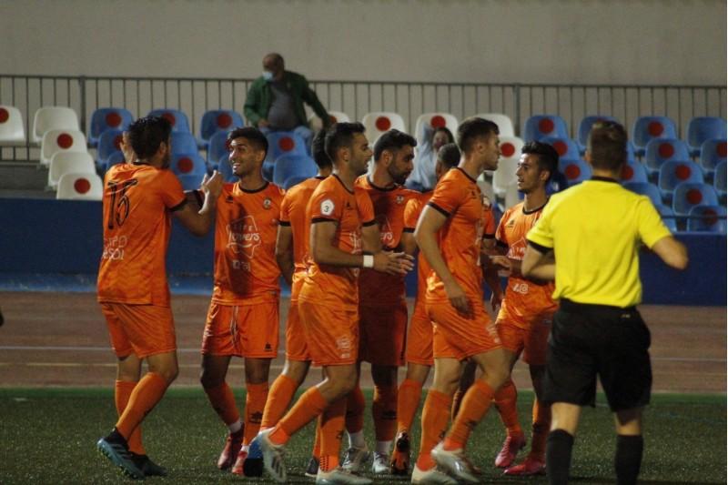 Moment de celebració d'uns dels gols d'aquesta nit. Fotos: Paula Jarque. Atzeneta UE