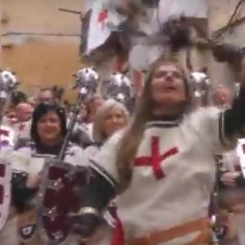 Es la segunda vez desde el año 2016, en la que la Filà Vascos presenta una escuadra de mujeres en la Entrada