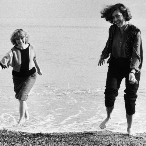 Isabel-Clara Simó i Montserrat Roig fotografiades l'any 1984 per al llibre de la col·lecció «Diàlegs a Barcelona». Foto de Pilar Aymerich.