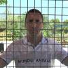 Clavar-se en una gàbia com a protesta