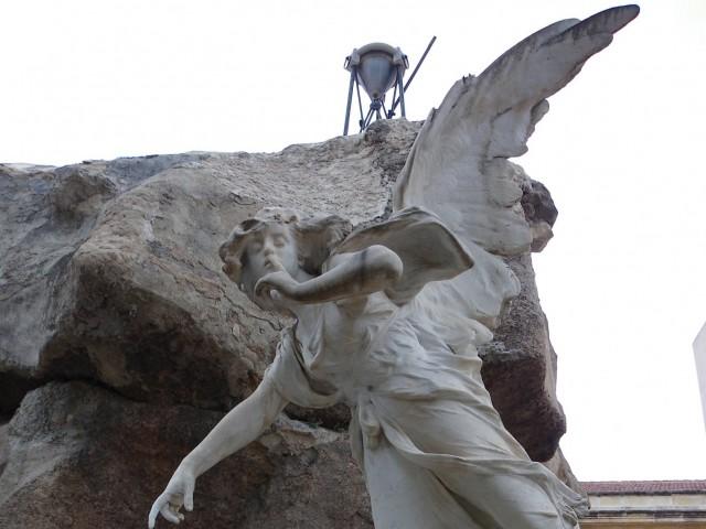 Escultura de Lorenzo Ridaura ubicada al Cementiri Municipal d'Alcoi./ Tourist Info